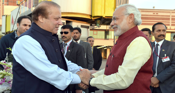 Indian Prime Minister Narendra Modi (R) being welcomed by the Prime Minister of Pakistan, Nawaz Sharif (L), at the airport in Lahore, Pakistan, 25 December 2015.