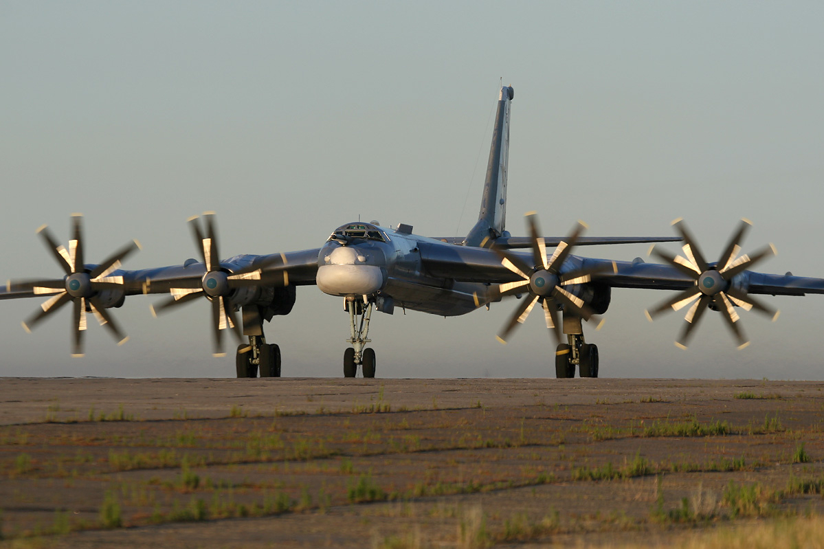 Pesawat pengebom strategis Rusia Tupolev Tu-95.