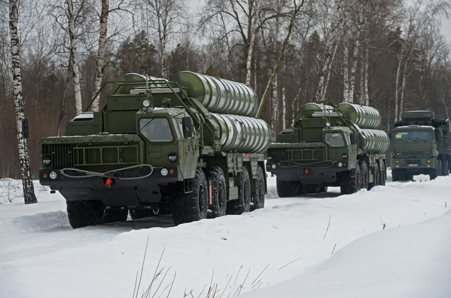 "Launch units of SAM S-400 ""Triumph"" and self-propelled anti-aircraft missile and gun system ""Pantsyr-S1"", left to right, in the Moscow region."