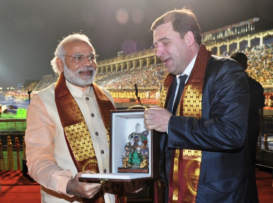 India's Prime Minister Narendra Modi (L) and Evgeny Kuyvashev, Governor of Russia's Sverdlovsk Region.
