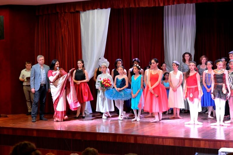 Dance festival was held on April 1.