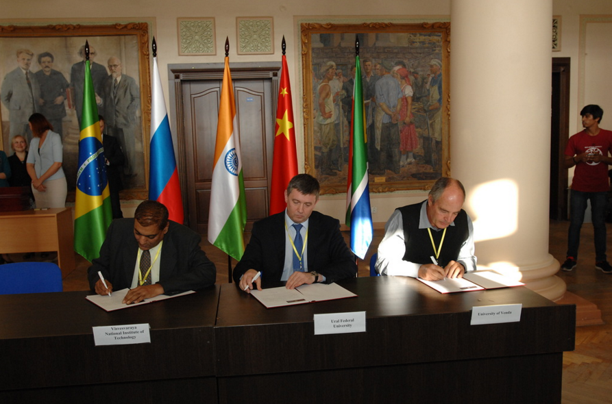 Representatives of the universities are signing a protocol of accession to the BRICS Network University.