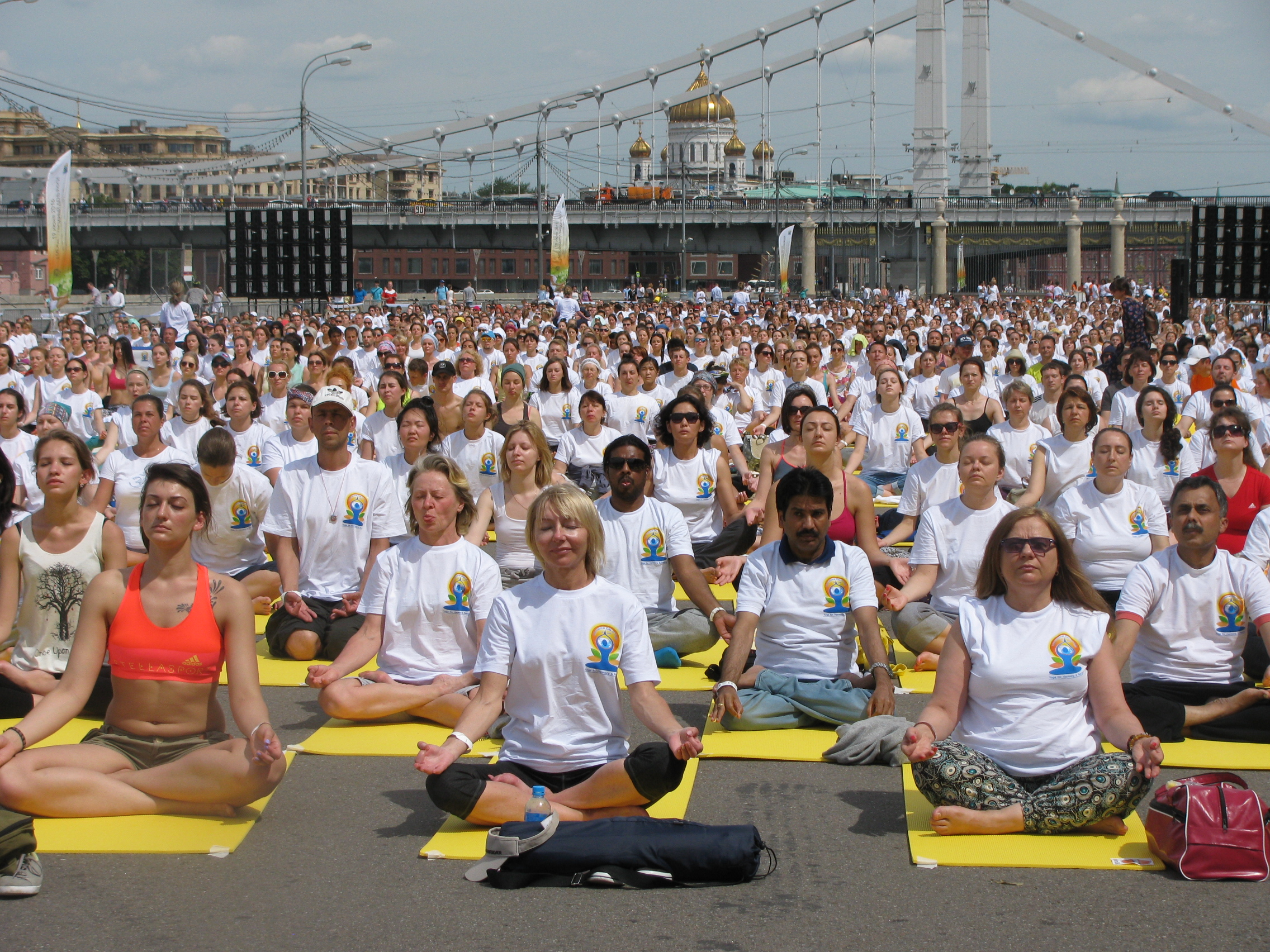 June 21 was declared the official day of yoga in 2014 after an application was lodged to the UN General Assembly to Narendra Modi. At the time his proposal was supported by 170 countries, including Russia. In the Russian Federation, International Yoga Day is celebrated for the second time. This year, large-scale celebrations were organized in Moscow, St. Petersburg, Yekaterinburg, Novosibirsk, Tomsk, and a number of other major Russian cities.