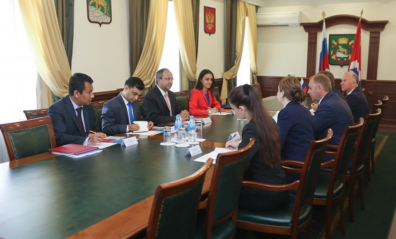 Konstantin Loboda, the acting head of Vladivostok, held a meeting with the Indian Ambassador Saran.