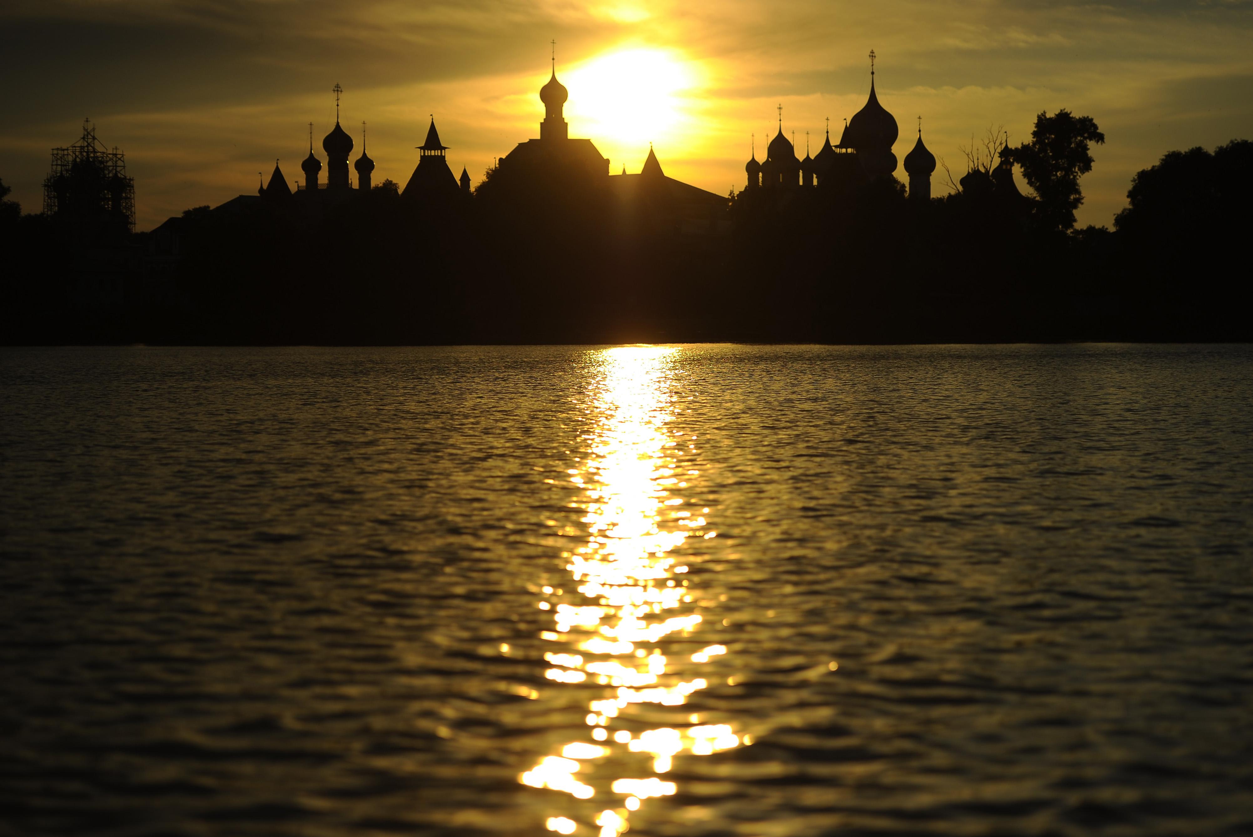 Dawn in Rostov Veliky.