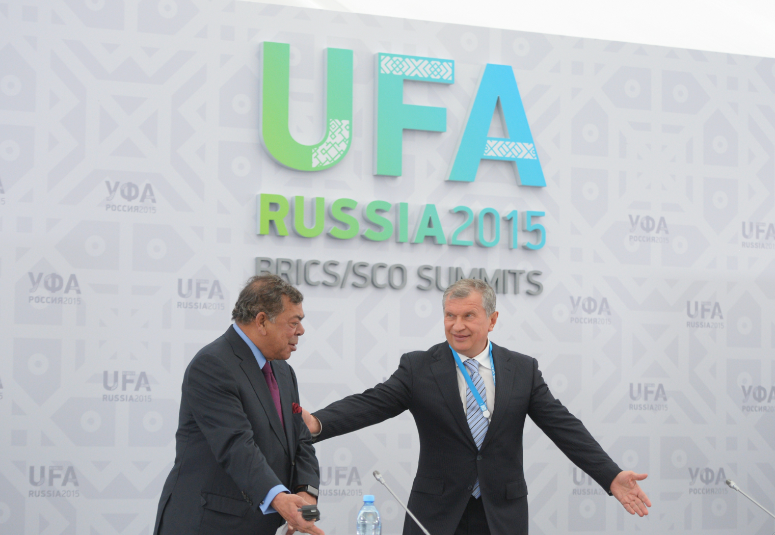 Shashi Ruia, chairman and co-founder of Essar Group, left, and Igor Sechin Rosneft CEO.