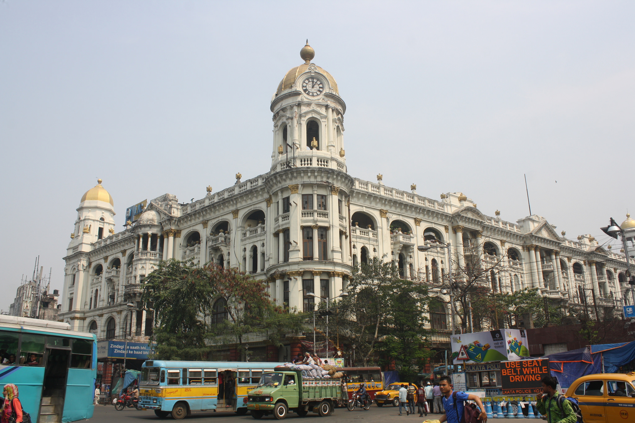 Russians tend to enjoy the contrasts in Indian cities like Kolkata.