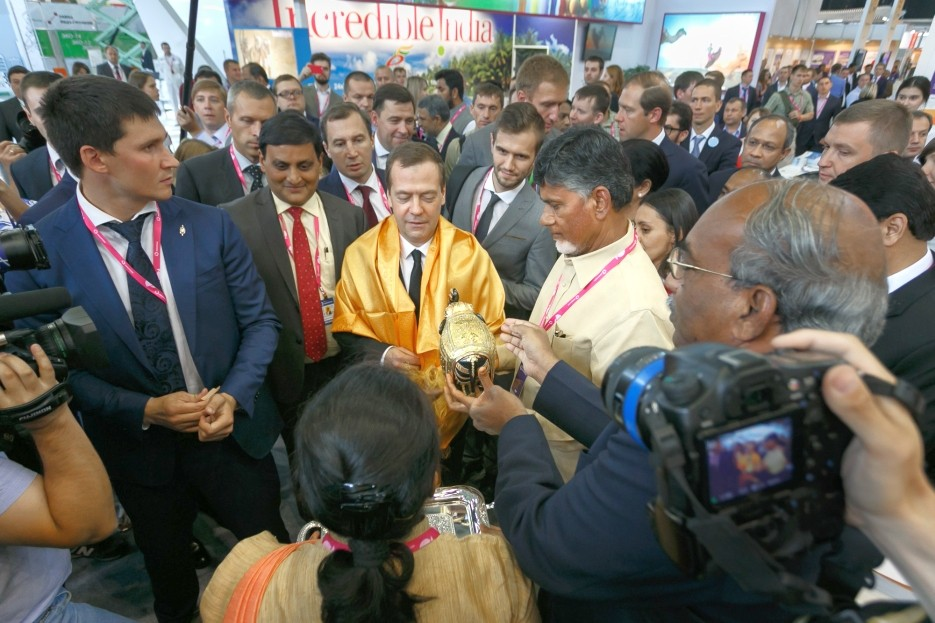Russian Prime Minister Dmitry Medvedev with the Indian delegation at INNOPROM.