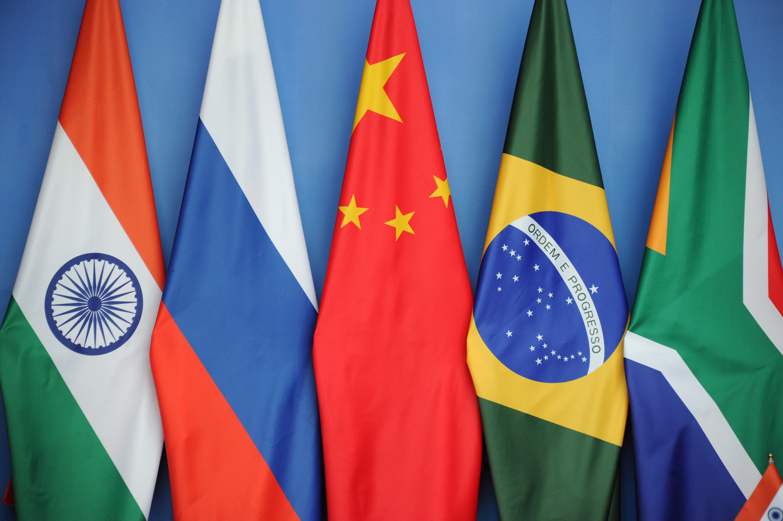 Skupino BRICS sestavljajo Brazilija (B), Rusija (R), Indija (I), Kitajska (C) in Južna Afrika (S).