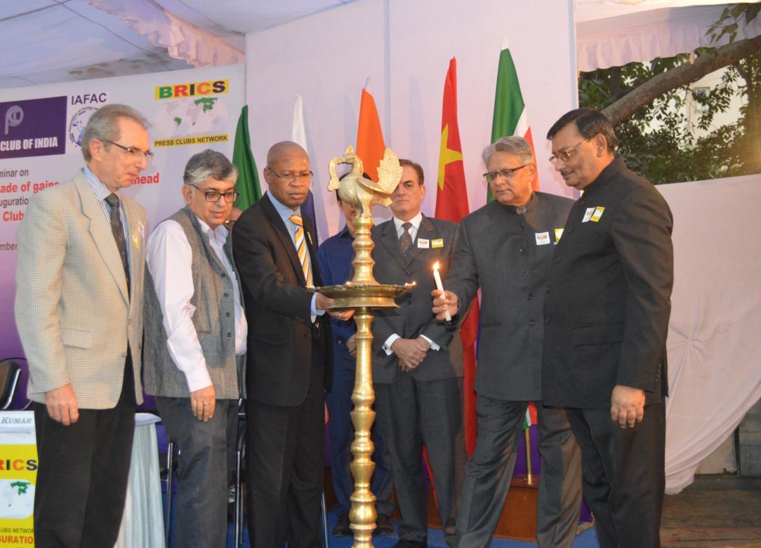 Encontro entre diplomatas ocorreu no início do mês em Nova Déli Foto: twitter.com/PCI