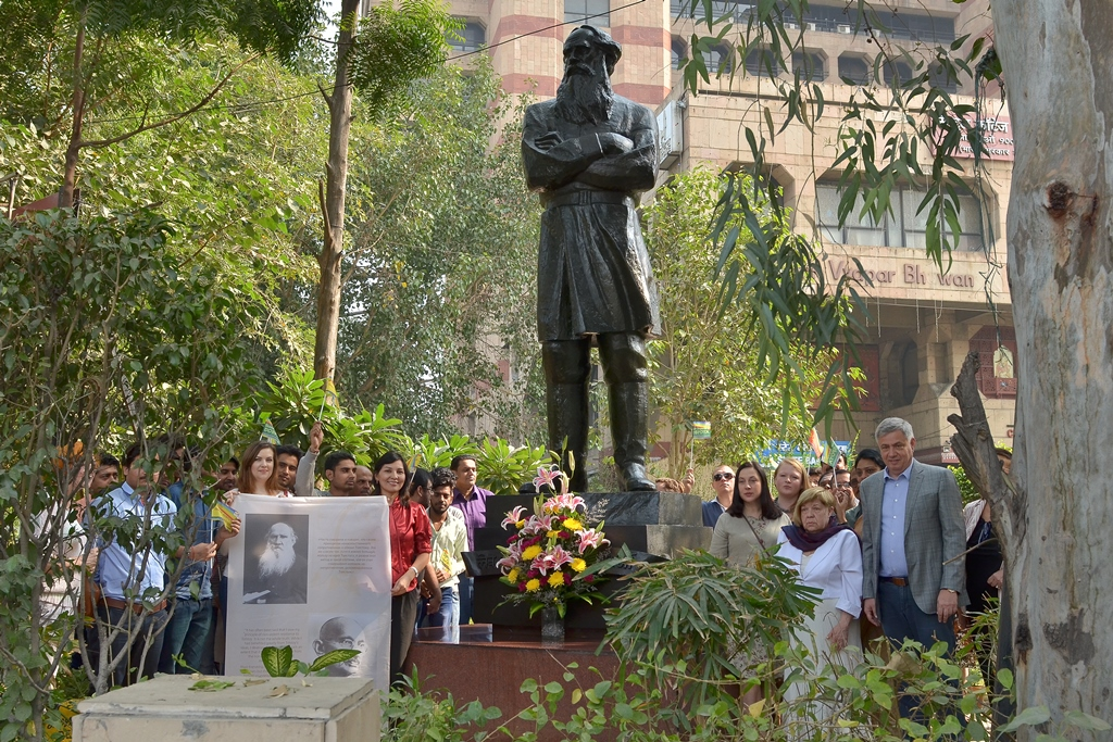The expedition began with a ceremony paying floral tributes at the monument of Leo Tolstoy on the Tolstoy Marg in New Delhi.