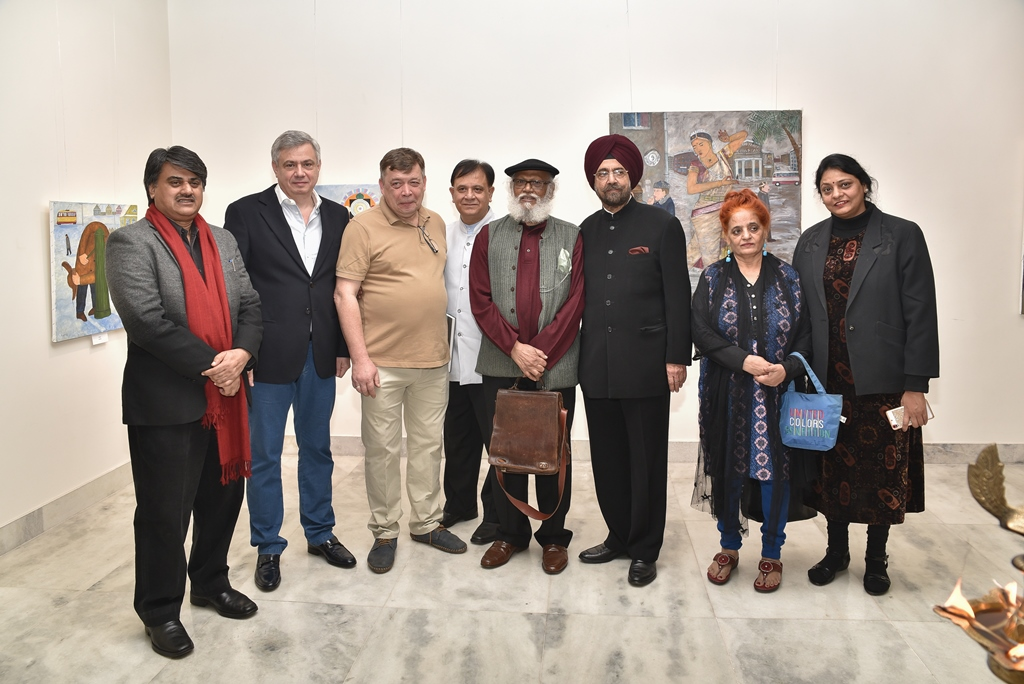Andrey Karpov (3rd left) at RCSC in New Delhi.