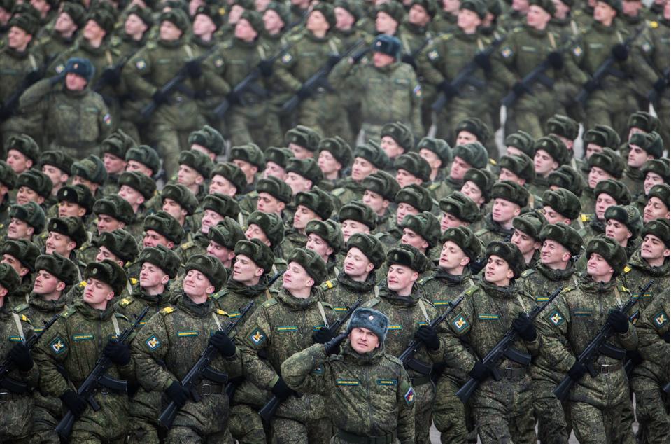 Руски војници на Парадата на Победата.