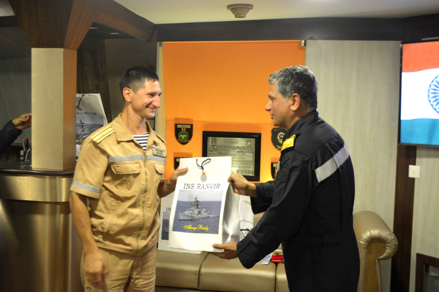 The official ceremony and debriefing took place on board of Indian INS Satpura frigate.