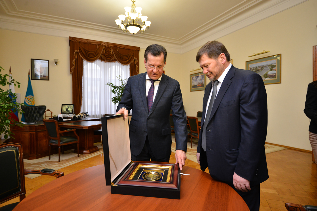 Astrakhan Governor Alexander Zhilkin (L) and Russian First Deputy Minister for the North Caucasus Odes Baisultanov. Source: jilkin.ru