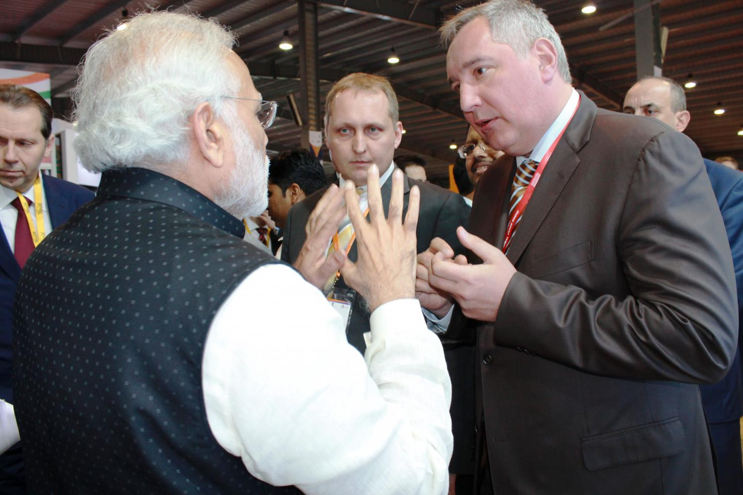 Narendra Modi and Dmitry Rogozin at the Vibrant Gujarat Summit.