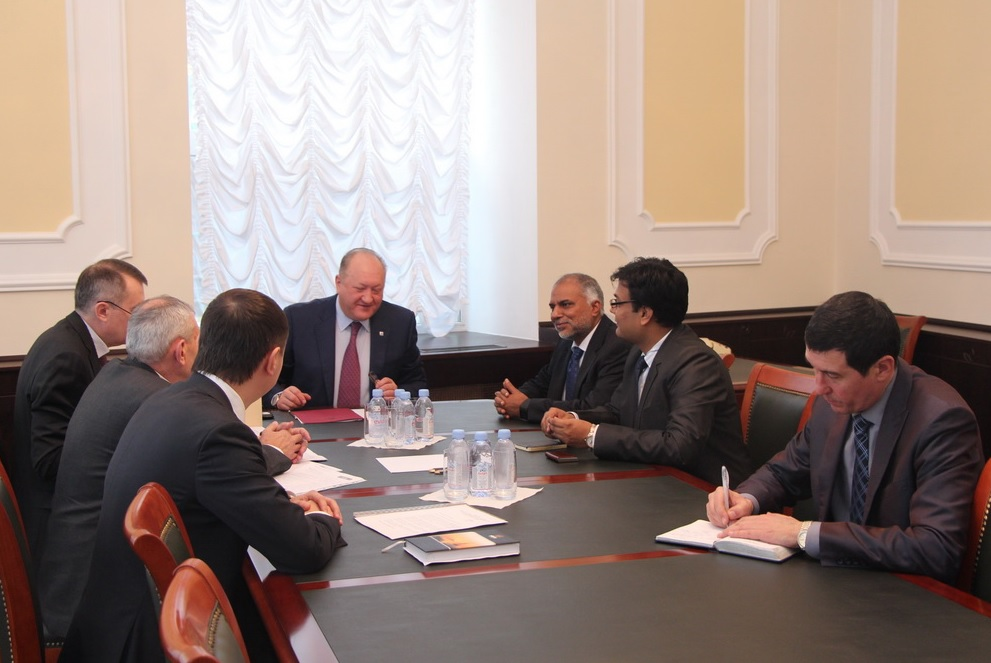 Kamchatka Governor Vladimir Ilyukhin (C) met senior executives from TATA Power on Jan. 24 in Moscow.
