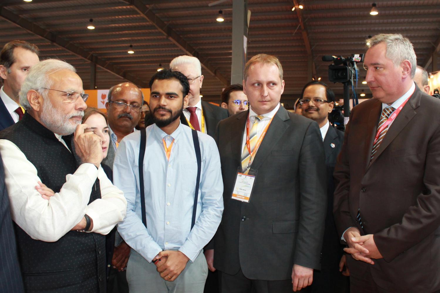 Narendra Modi and Dmitry Rogozin at Vibrant Gugarat-2017 Summit.