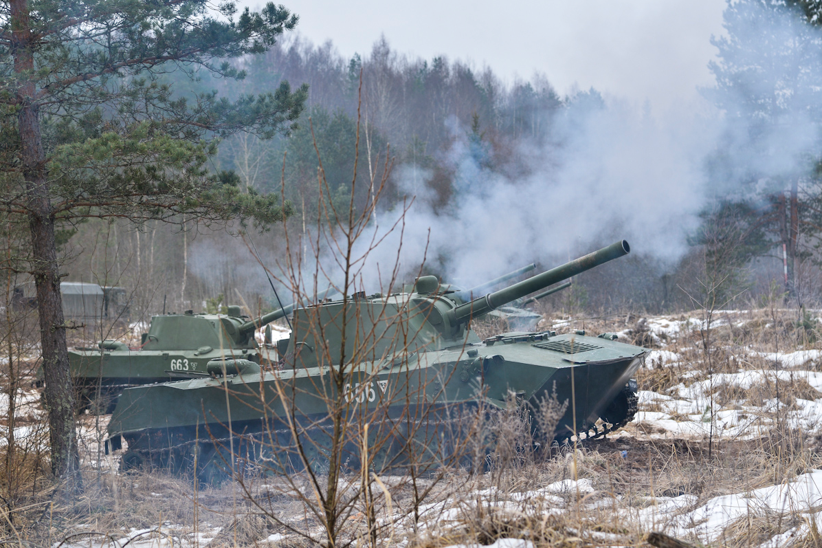 Russian and Belarusian servicemen used BMD-2KU airborne vehicles, 2S9 Nona-S artillery systems and D-30 howitzers.