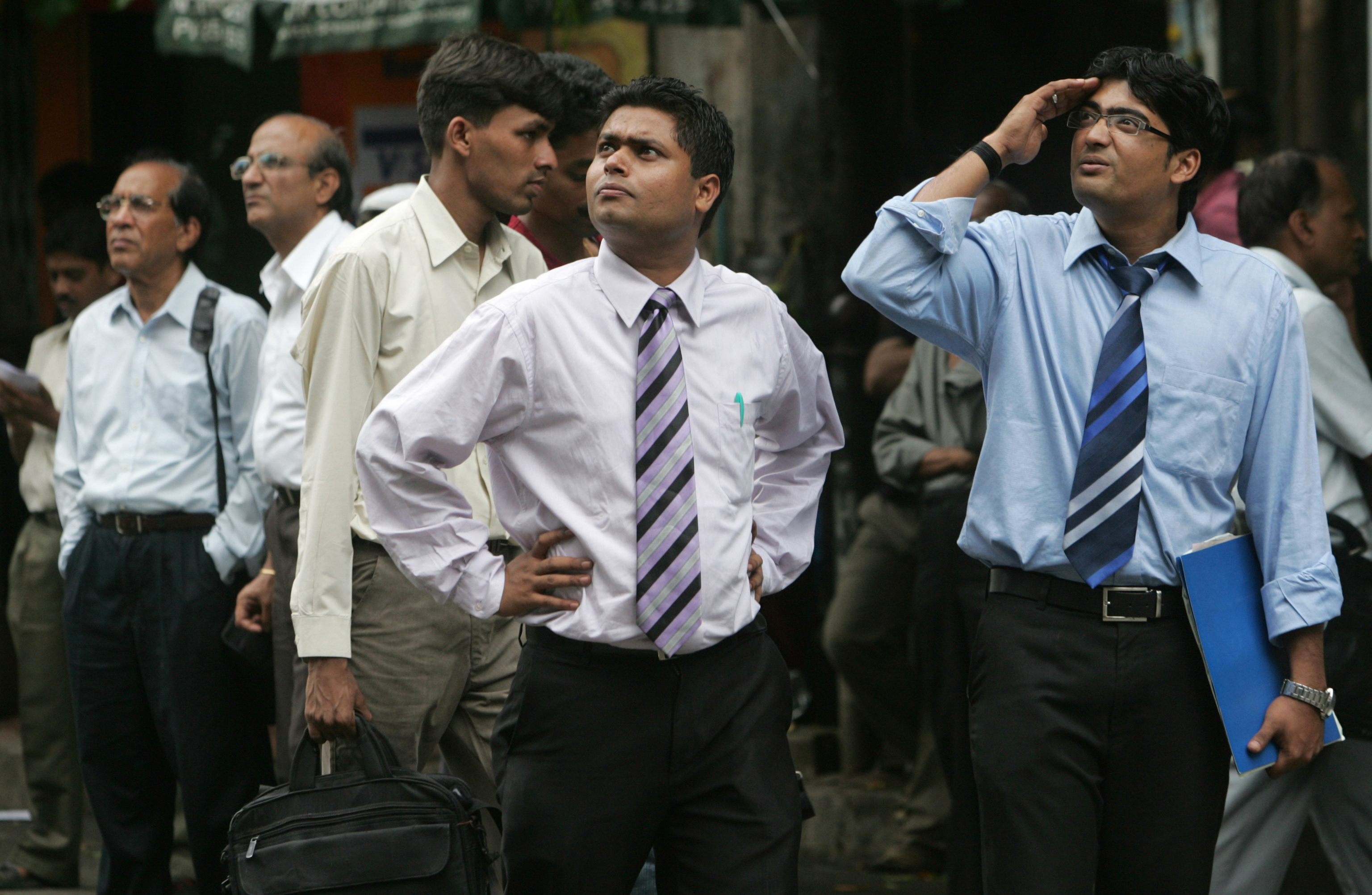 Passerby investors outside the Bombay Stock Exchange. India is hoping to attract more investment from Russia. Source: Getty Images