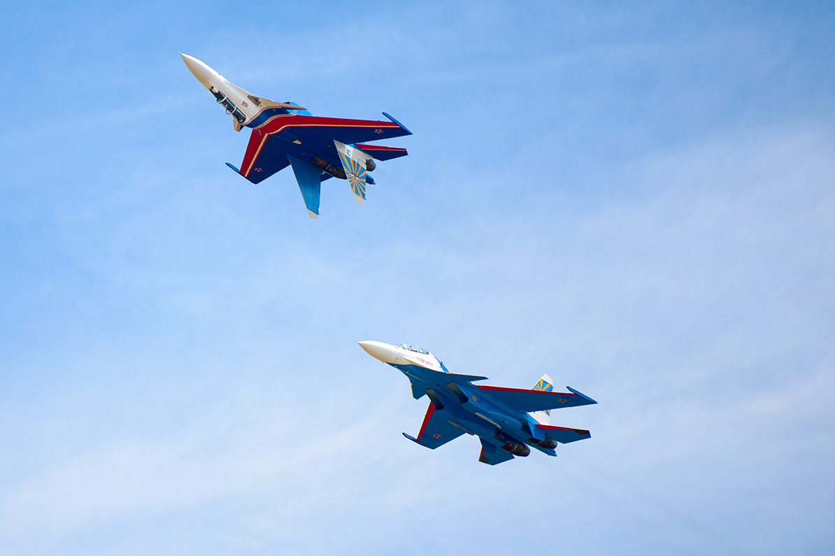 Russian Knights normally fly on Su-27 jets. They flew Su-30SM fighter jets for the first time to perform stunts at the LIMA 2017 aerospace show in Malaysia on Mar. 21, 2017.