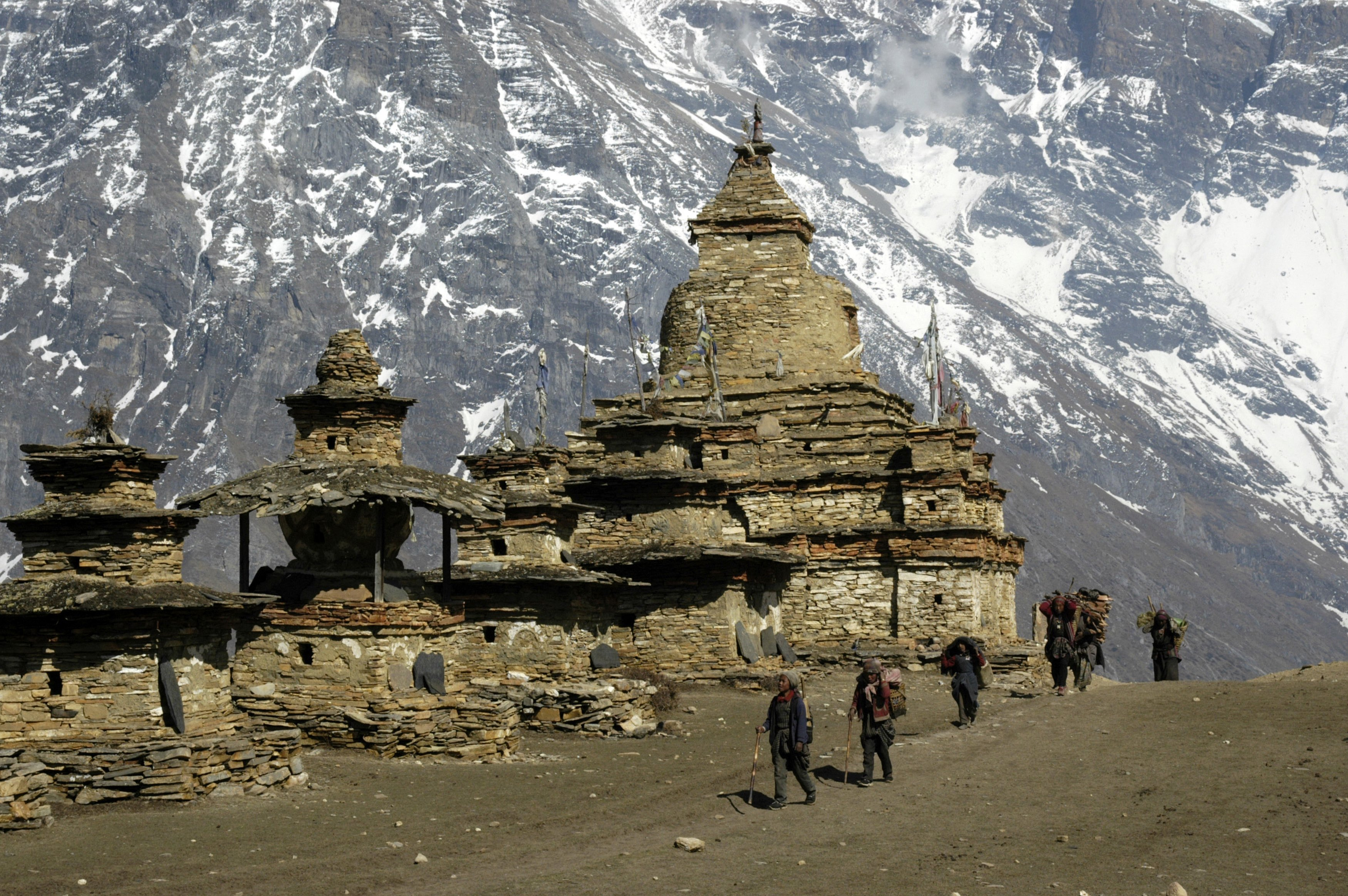 Buddhist temples near mountain Kang Guru in Nepal. Source: Global Look Press