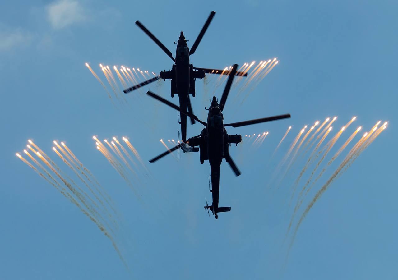 Berkuts mengadakan demonstrasi terbang untuk pertama kalinya pada 11 April 1992 di pangkalan udara AU Rusia di Kubinka, wilayah Moskow.