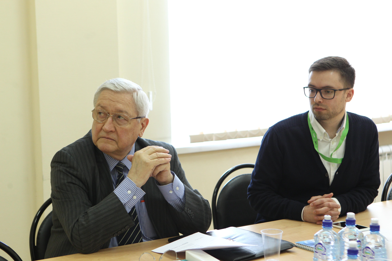 Vyacheslav Trubnikov (L). Source: RIR