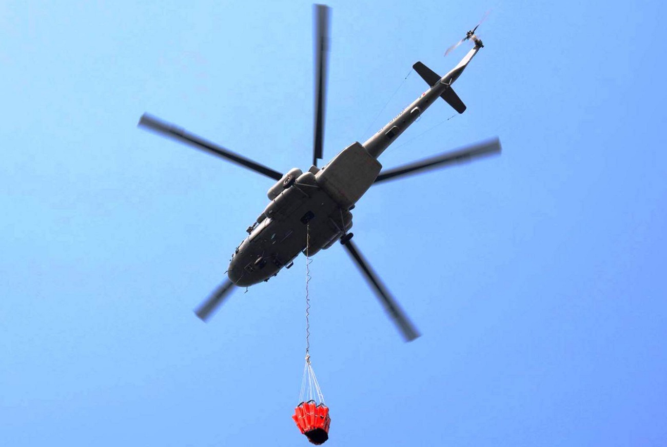 Indian Mi-17V5 helicopter during dousing a fire in the town of Mount Abu. Courtesy India's Ministry of Defence