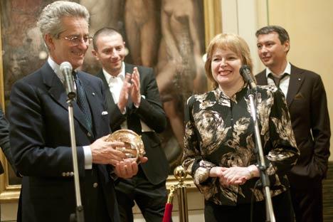 L'Ambasciatore d'Italia in Russia Antonio Zanardi Landi insieme alla direttrice della Galleria statale Tretjakov di Mosca, Irina Lebedeva (Foto: Ufficio Stampa)