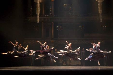 Una foto dello spettacolo (Foto: www.teatroarcimboldi.it)
