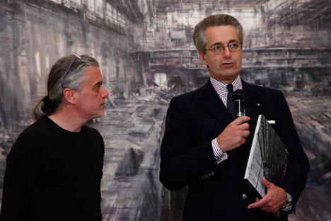 L'Ambasciatore d'Italia a Mosca con Alessandro Papetti, a sinistra (Foto: ufficio stampa)