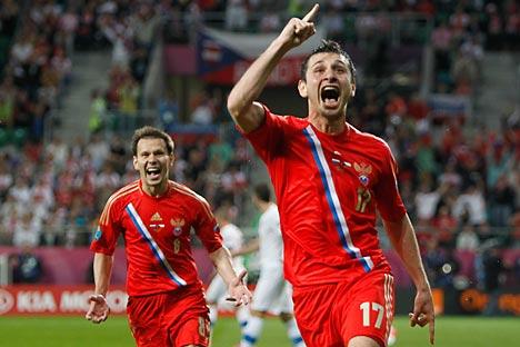 Alan Dzagoev festeggia la doppietta con cui ha reso vittorioso il debutto della Russia a Euro 2012 (Foto: Reuters/Vostock Photo)