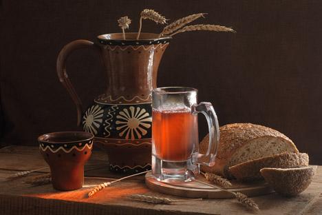 Erfrischungsgetränk aus altem Brot kann als Getränk genossen, oder auch als Grundlage für sommerliche Suppen verwendet werden.. Foto: Lori_Legion Media