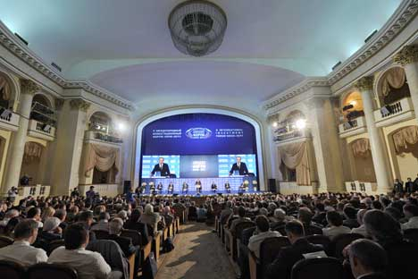 La sala affollata del Forum internazionale degli Investimenti 2012 di Sochi (Foto: Ria Novosti)