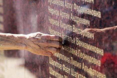 Nel villaggio di Syukeevo, nelle vicinanze del luogo dell'incidente, è stato inaugurato un monumento alle vittime (Foto: Sergei Bogodvid / RIA Novosti)