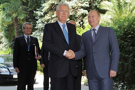 Der italienische Premier Mario Monti mit dem russischen Präsidenten Wladimir Putin nach den Verhandlungen in Sotschi am 23. Juli. Foto: ITAR-TASS