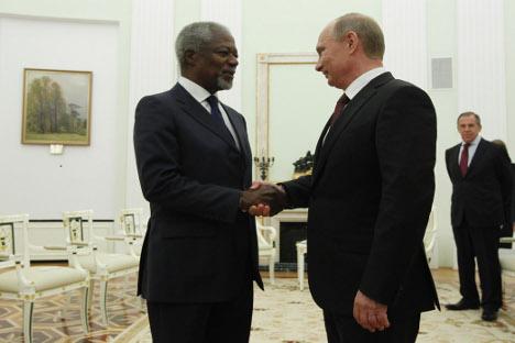 A destra, il Presidente della Federazione Vladimir Putin con l'inviato dell'Onu per la Siria Kofi Annan durante i recenti negoziati di Mosca sulla questione siriana (Foto: RIA Novosti / Mikhail Klementiev)