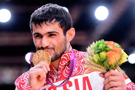 Arsen Galstjan brachte Russland das erste Gold am ersten Tag der Olympischen Spielen in London. Foto: AP