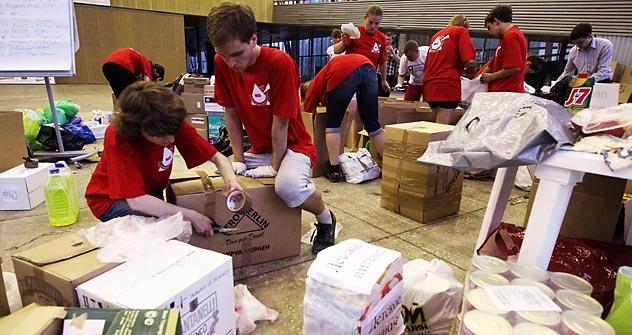 Volontari al lavoro per l'emergenza Krasnodar (RIA Novosti / Valery Melnikov)