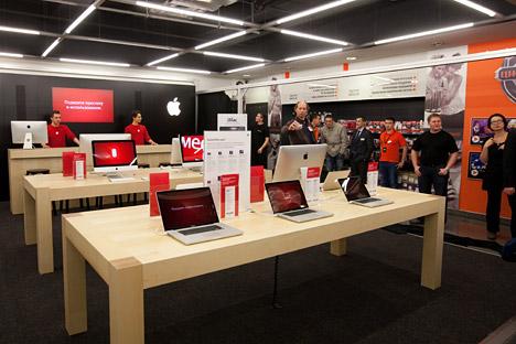 Dopo la registrazione di Apple Rus, la società può iniziare vendita diretta all'ingrosso in Russia nel 2013 (Foto: Anton Belitskiy / RIA Novosti)