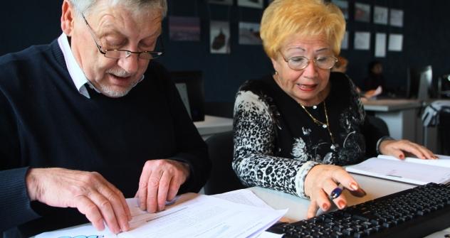 Pensionati russi frequentano corsi di alfabetizzazione informatica per anziani come parte del programma Generation Link a Kaliningrad (Foto: Igor Zarembo / RIA Novosti)
