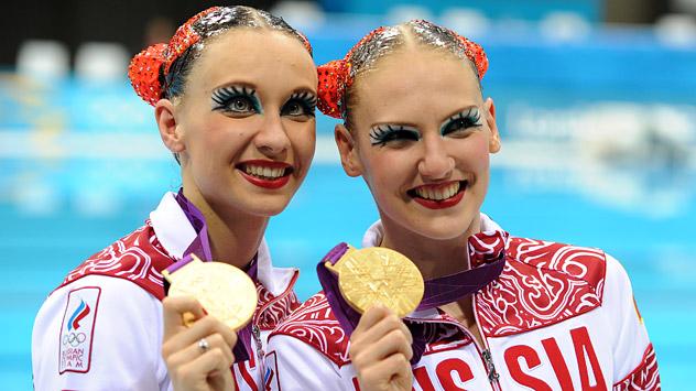La coppia russa del nuoto sincronizzato, Natalia Ishenko, a sinistra, e Svetlana Romashina, a destra, oro olimpico a Londra (Foto: Itar-Tass)