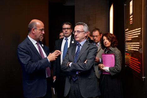"""A destra, in primo piano, il ministro italiano delle Politiche Agricole Mario Catania a Mosca per l'inaugurazione di """"Exhibitaly"""" (Foto: Alan Vouba)"""