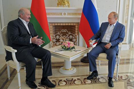 Da sinistra, il leader bielorusso Aleksandr Lukashenko e il Presidente russo Vladimir Putin (Foto: Ria Novosti)