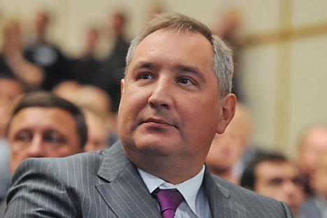 Il vice premier Dmitri Rogozin illustra la sua idea per il rilancio della cosmonautica russa (Foto: Itar-Tass)