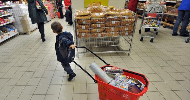 Nonostante la grossa crisi economica che sta intaccando il mercato mondiale, i russi tendono a spendere i propri risparmi (Foto: Kommersant)