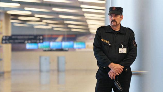 Un vigilante all'ingresso di un aeroporto moscovita (Foto: Ria Novosti/Valeriy Melnikov)