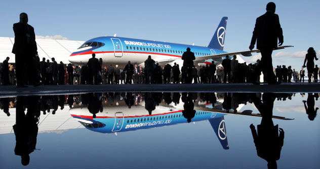 Il colosso dell'aeronautica italo-russa, il Sukhoi Superjet 100 (Foto: AFP/East News)