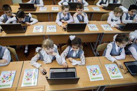 Alunni russi in una classe russa in cui si sperimenta l'apprendimento con le nuove tecnologie (Foto: Kirill Braga/Ria Novosti)